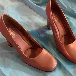 Classic elements vintage heels size 8 medium